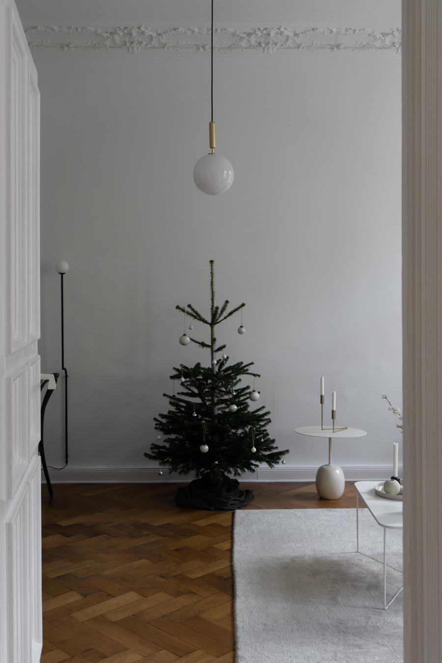 Simple Scandinavian Holiday Decor